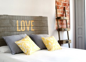 tete-de-lit-bois-originale-golden-love